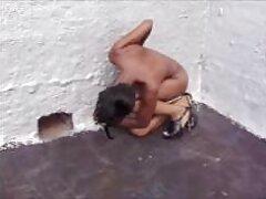 ابتدا مردی کلاه خود را لیسید و سپس دیک خود را در دهان خود گرفت عکس کیر در کس وکون