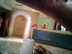 2 دختر با مشاعره بزرگ کوس کون متحرک در سالن ماساژ