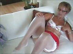 او عکسهای سکسی کس وکون سینه های الاستیک دختر را روی دوربین آویخت